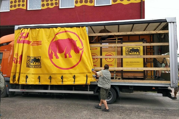 transport nosorožce dvourohého